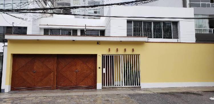 Alquilo casa ideal para oficinas a puerta cerrada,