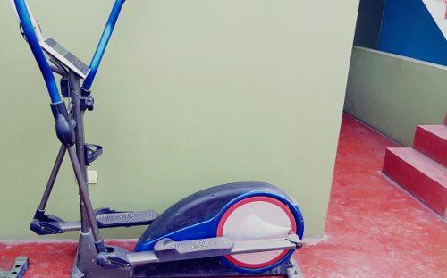Maquina de ejercicios (bicicleta estacionaria power 200)