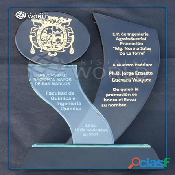 Trofeos de vidrio, trofeos en cristal, reconocimientos de vidrio, trofeos echo en peru