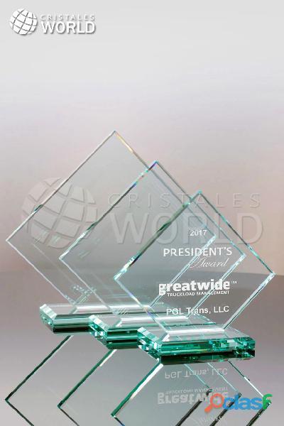 Trofeos en vidrio incoloro y transparente, reconocimientos en cristal, cristales world, trofeos lima