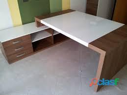 Escritorios y sillas de oficina en estilo oficina 988839652