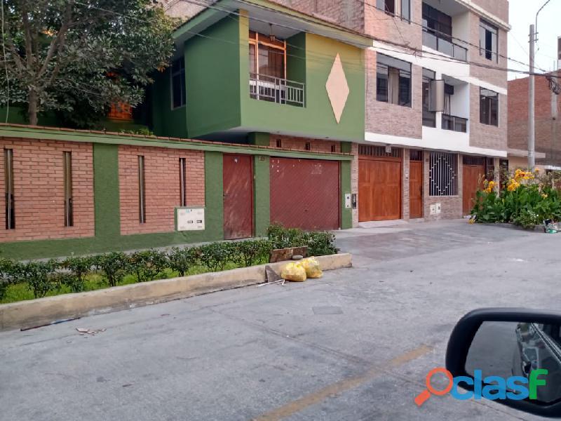 Casa de 200m2 en Urb Covida Los Olivos