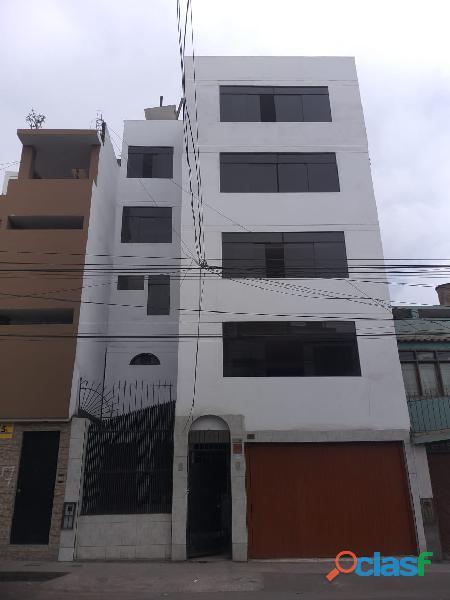 Alquiler de casa de 5 pisos