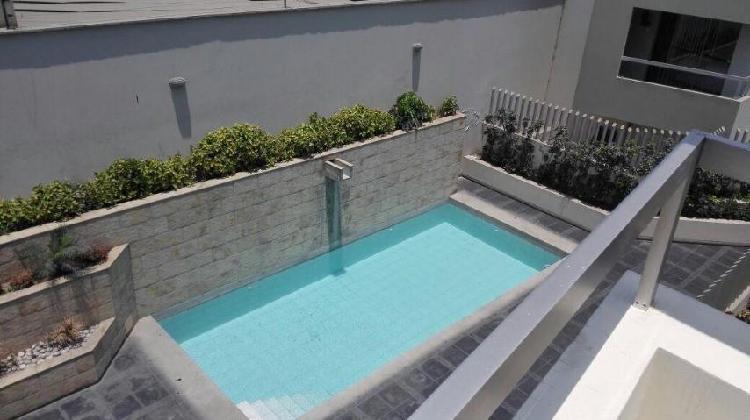 Alquiler de departamento en condominio con piscina en la