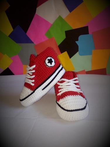 Zapatillas tipo converse para bebes a crochet