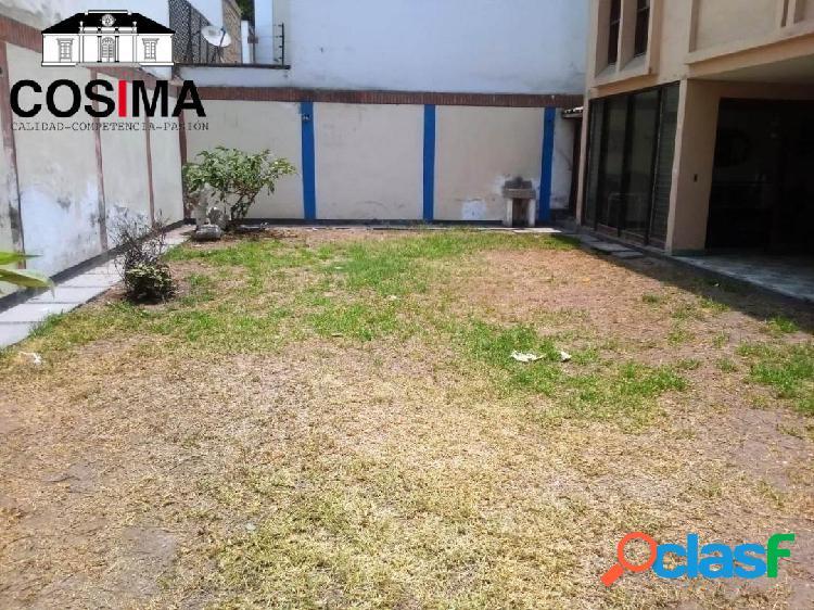 Casa como terreno 606.85m2 m², ideal para constructores