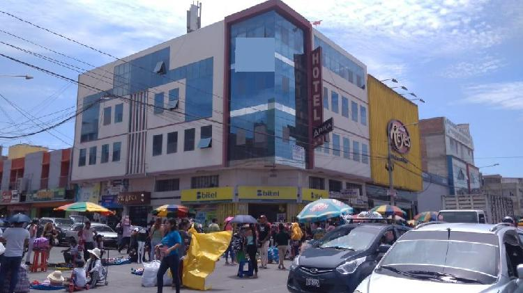 Venta de local y edificio frente al mercado modelo de