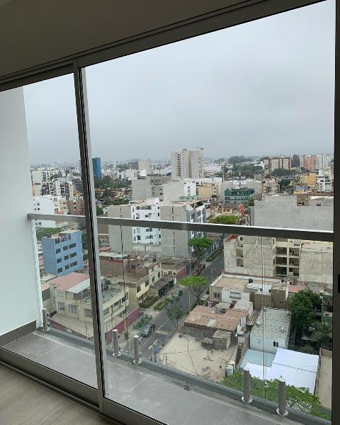 Alquiler Sin Amoblar en Edificio Connet en Barranco.