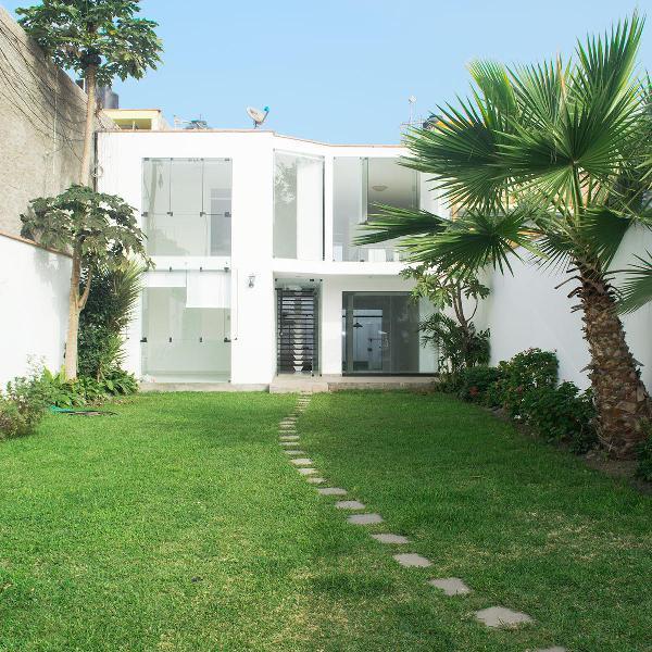 Alquiler moderna casa en condominio brisas de villa -