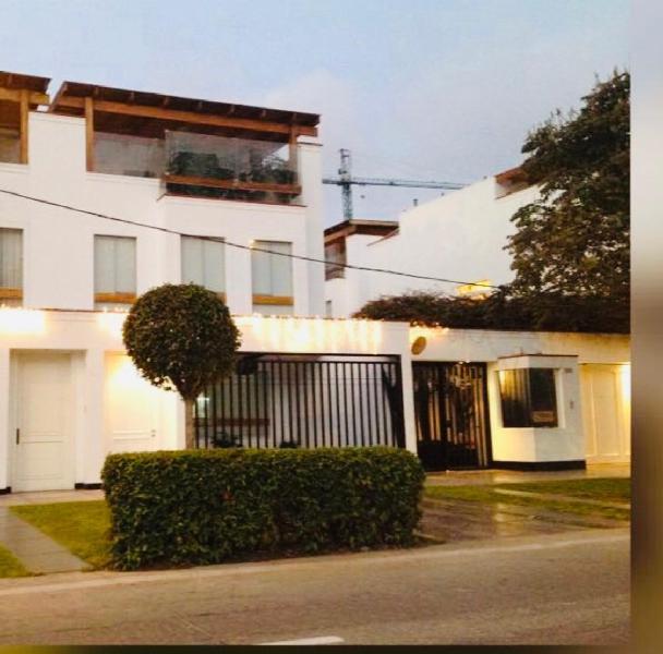 Linda y moderna casa, acabados lujo, 3 dorm., 4 est,