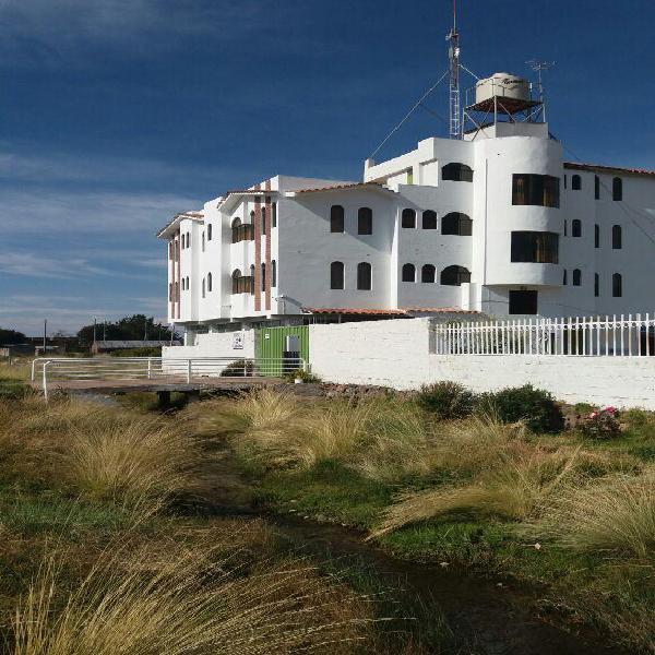 Por ocasión alquilo bello hotel/local frente al lago