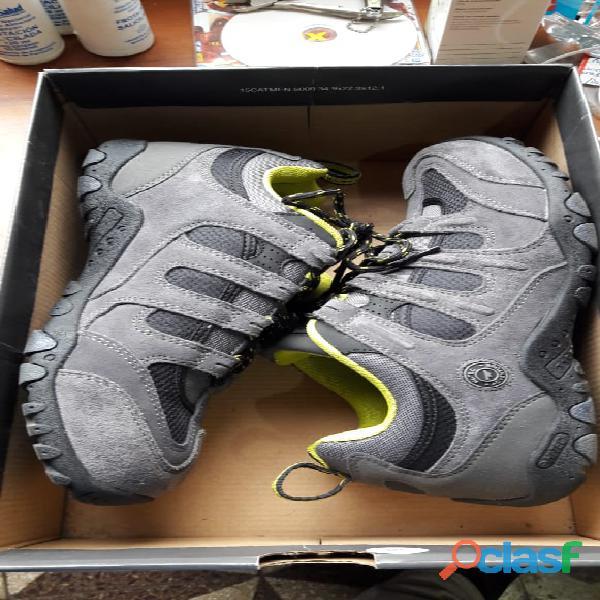 Venta de zapatillas marca hi tec talla 42 hombre