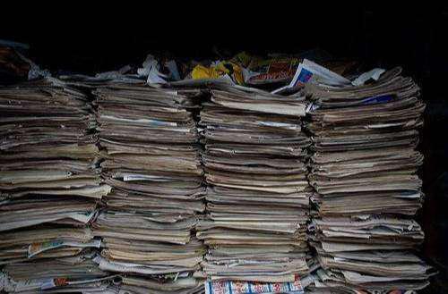 Reciclaje de papeles y periodicos usados