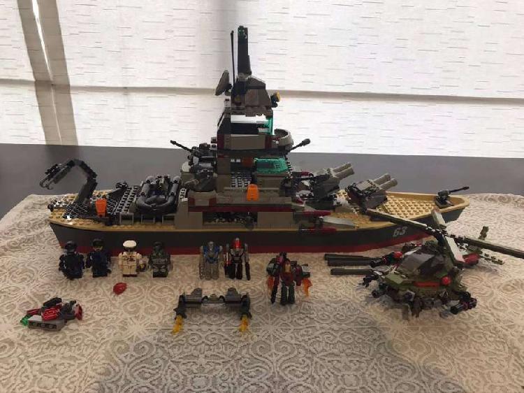 Barco Kreo con piezas y accesorios para armar y desarmar