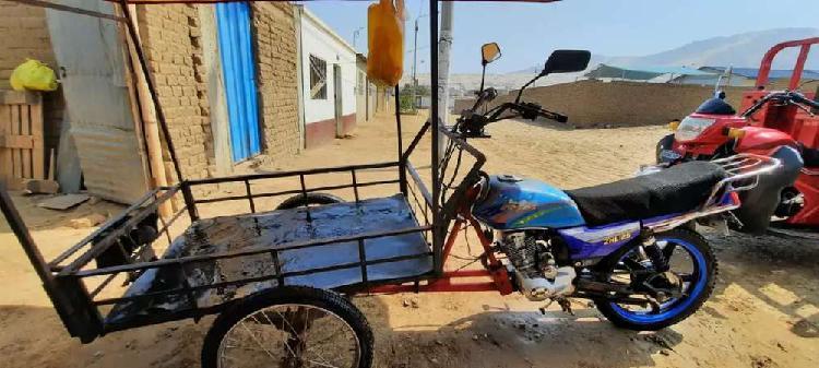 Se vende moto con triciclo