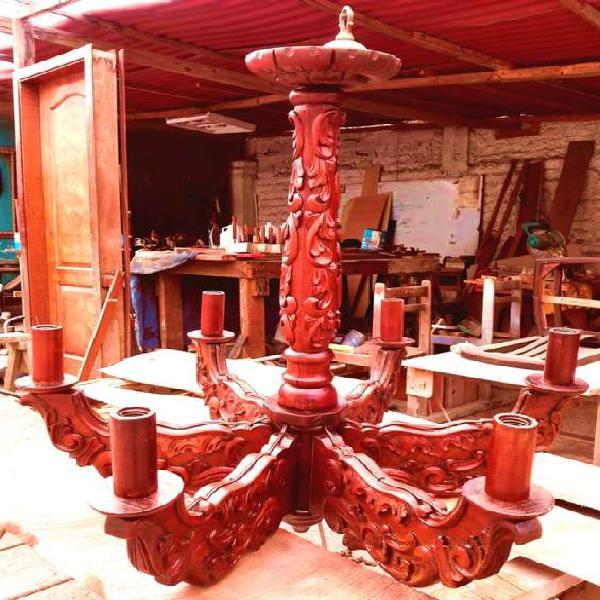 Antigua araña (candelabro) tallada en madera en lima
