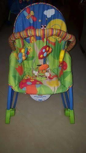 Silla mecedora + lote ropa de bebe 3,6 y 12 meses