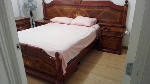 Fino juego de dormitorio clasico de cedro y marqueteria