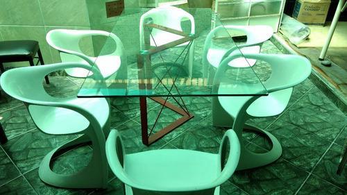 Juego de comedor mesa de vidrio y sillas de fibra de vidrio
