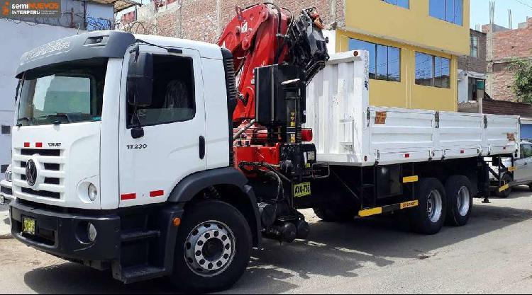 Camión vw robust 17.230 año 2018 con grúa ferrari de
