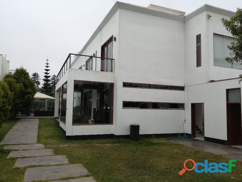 Amplia y moderna casa en venta, ubicada en la urbanización las brisas de villa, chorrillos