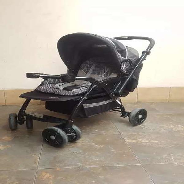 Vendo coche de bebé semi nuevo