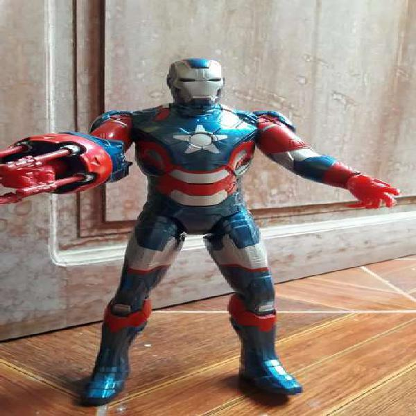 Figura de accion Iron Patriot tamaño mediano