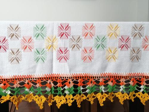 Mantel rectangular bordado y tejido a mano