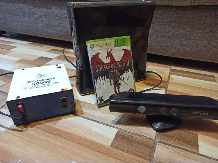 Xbox 360 slim de 250 gb + 2 mandos + kineck y transformador