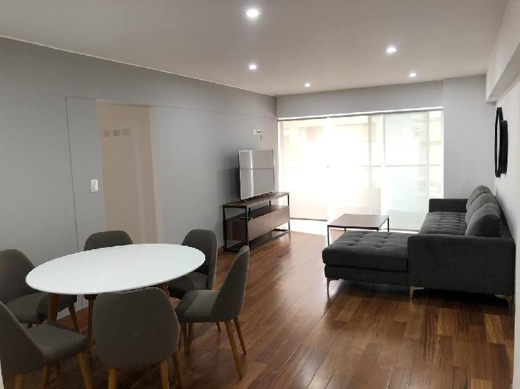 Amplio departamento de 3 habitaciones en miraflores