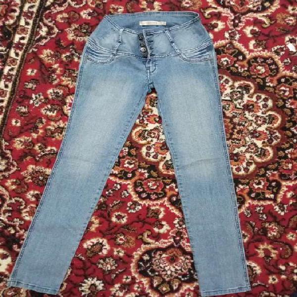 Pantalón jean celeste nuevo
