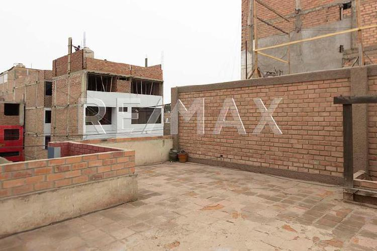Vendo casa con amplios ambientes en urbanizacion elio -