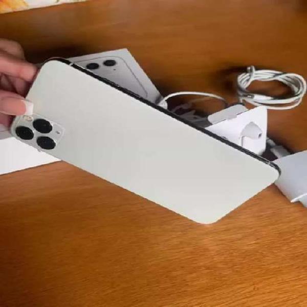 Vendo iPhone 11 Pro Max Batería 98% 3 meses de uso traído