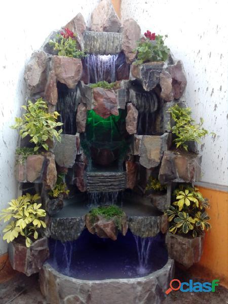 cascada artificial en pared, muro llorón, velo de agua, caida de agua 9