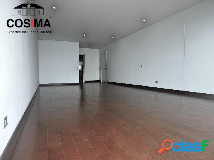 Moderno & amplio flat con vista al mar & malecón en exclusivo condominio