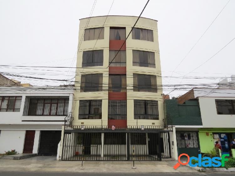 Minidepartamento en venta 4to piso 50 m2 av juan valer - pueblo libre