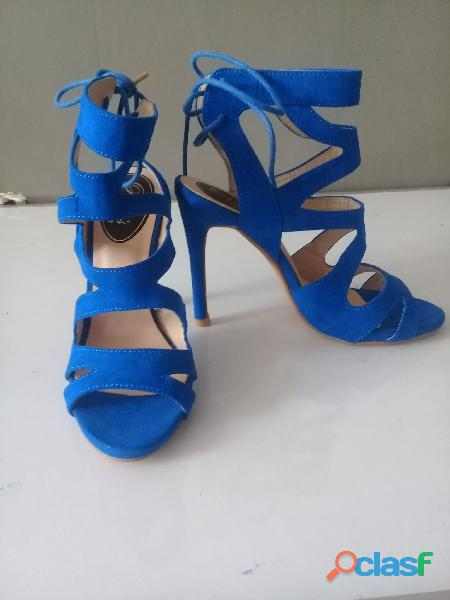 Tacon super femenino color azul