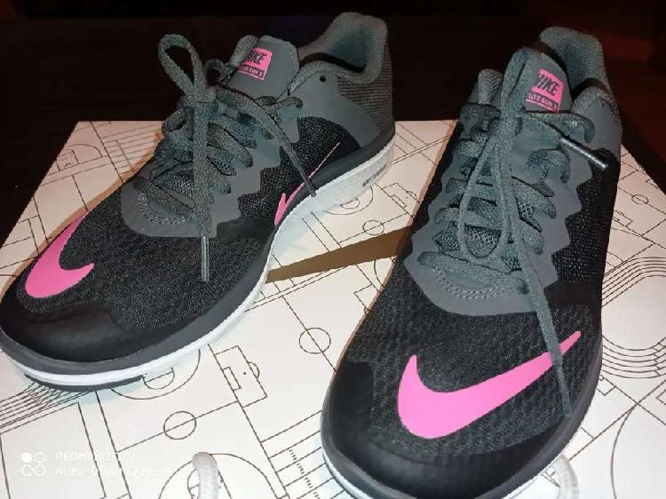 Zapatillas Nike original nuevo