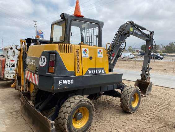 Venta de mini excavadora volvo sobre llanta en Lima