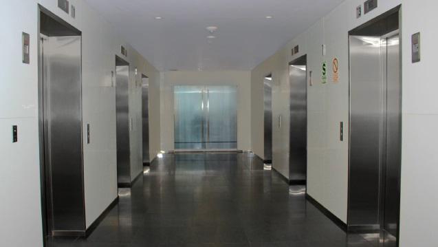 Alquiler oficina semi implementada en centro empresarial