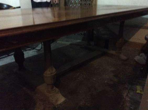 Se vende mesa de madera fina en Lima