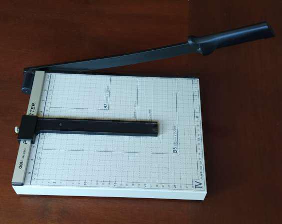 Vendo guillotina de papel deli nº 8014 con poco uso en Lima