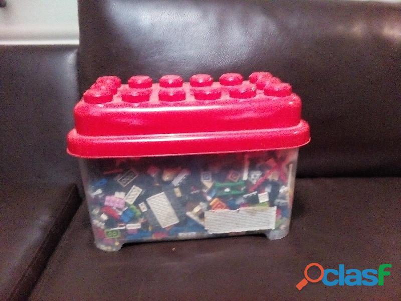 Caja de lego de muchos colores xd