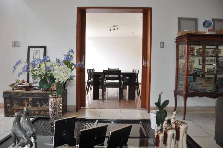 Vendo hermosa y amplia casa, tres pisos, terreno de 250 mts