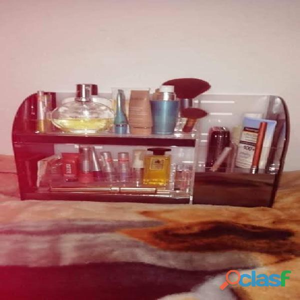 Organizadores exhibidores de cosméticos en acrílico 8