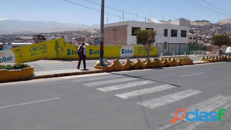 EDIFICIO MULTIFUNCIONAL CON TERRENO LIBRE para clínicas, empresas, hoteles en el centro de Moquegua